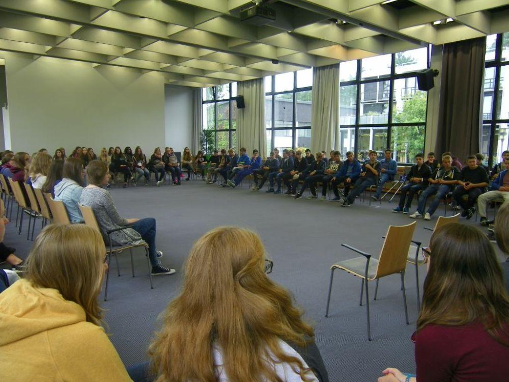 Projektfahrt der EF zum Haus Neuland in Bielefeld